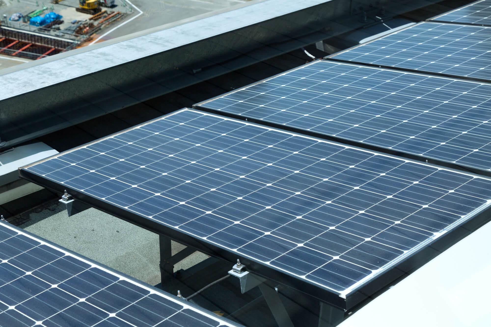 ビルの屋根の太陽光発電